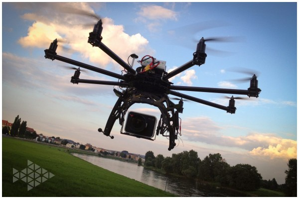 Octocopter-Black-Magic-Cinema-Test-Flug-Elbe