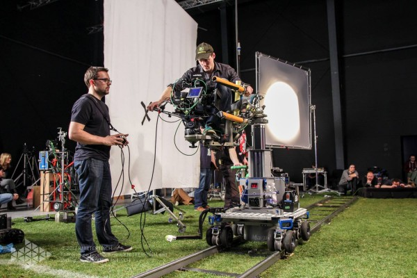 Fußball-ElectricSun-Lichtaufbau-ParkStudios-Babelsberg-Kamera-Dolly