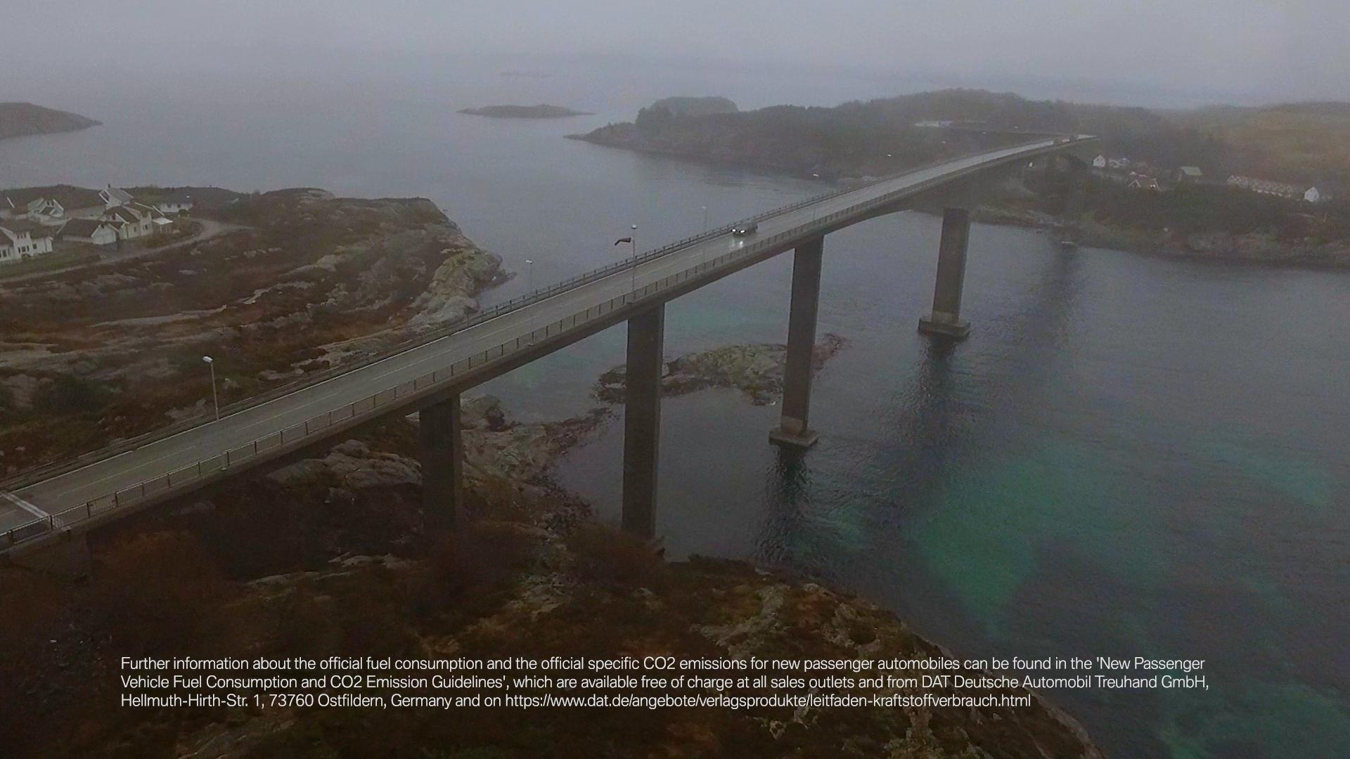 Schwarzer BMW SeeBrücke Schweden Nordeuropa Filmproduktion xdrive Locationscouting ressourcenmangel Berlin Knitterfisch dresden