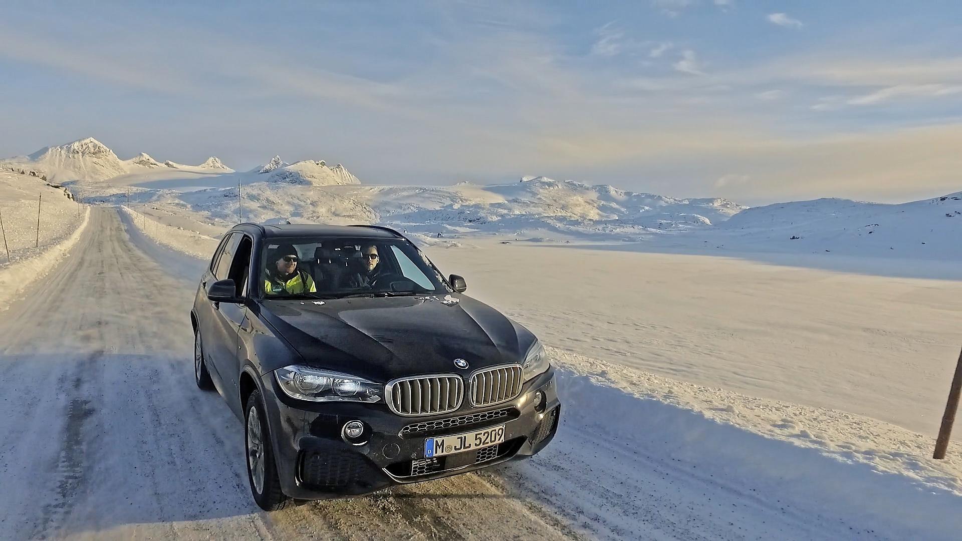 Schwarzer BMW Schnee Schweden Nordeuropa Filmproduktion xdrive Locationscouting ressourcenmangel Berlin Knitterfisch dresden